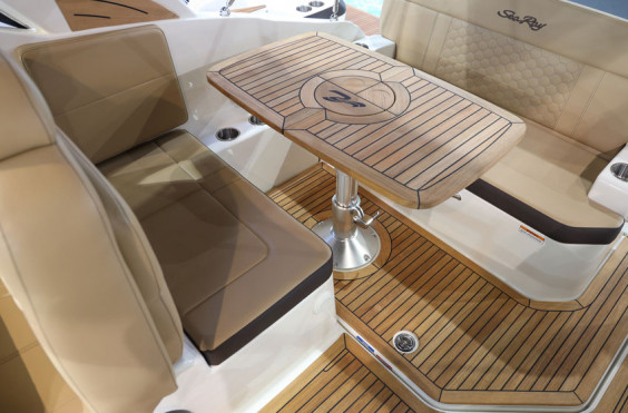 SeaRay 265 Sundancer Innenborder + MerCruiser 4.5L